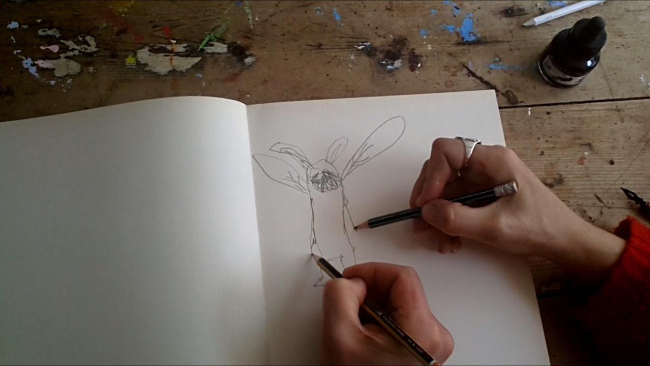 Mark en Marie-Louise schetsen  samen een eendagsvliegje