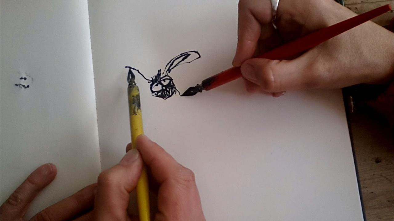 Mark en Marie-Louise schetsen samen een eendagsvliegje in inkt