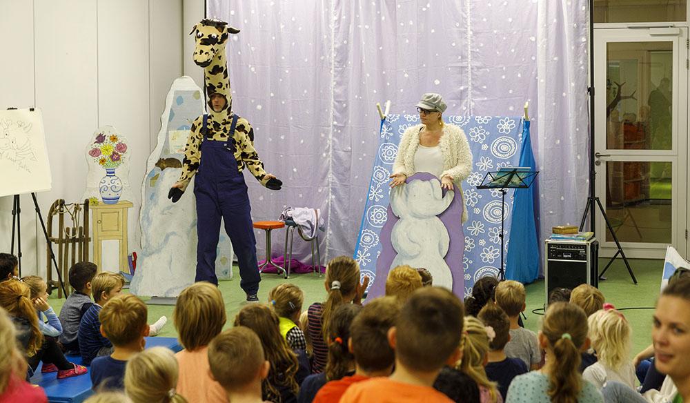 de kleutervoorstelling Reis mee met Giraf kinderboekenweek 2019