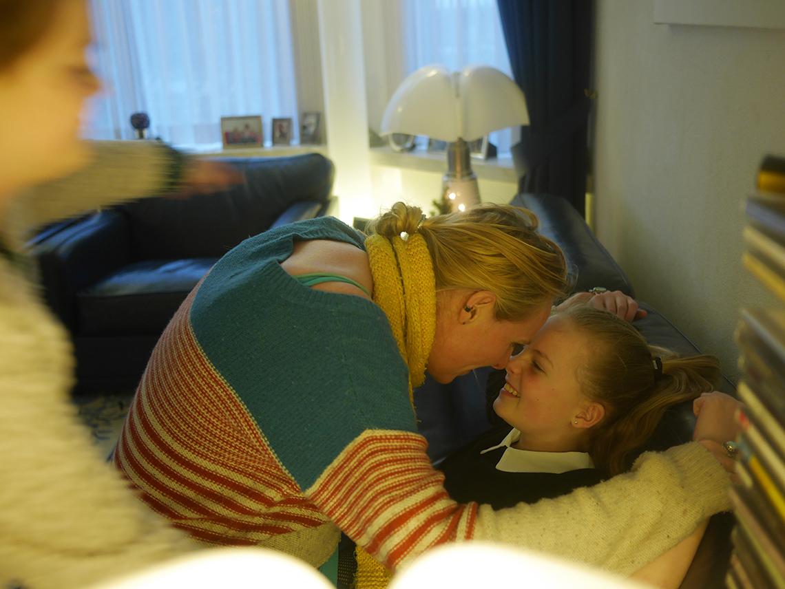 pie en mamma aan het knuffelen