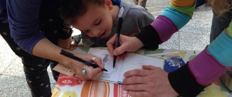 signeren op de Kinderboekenmarkt