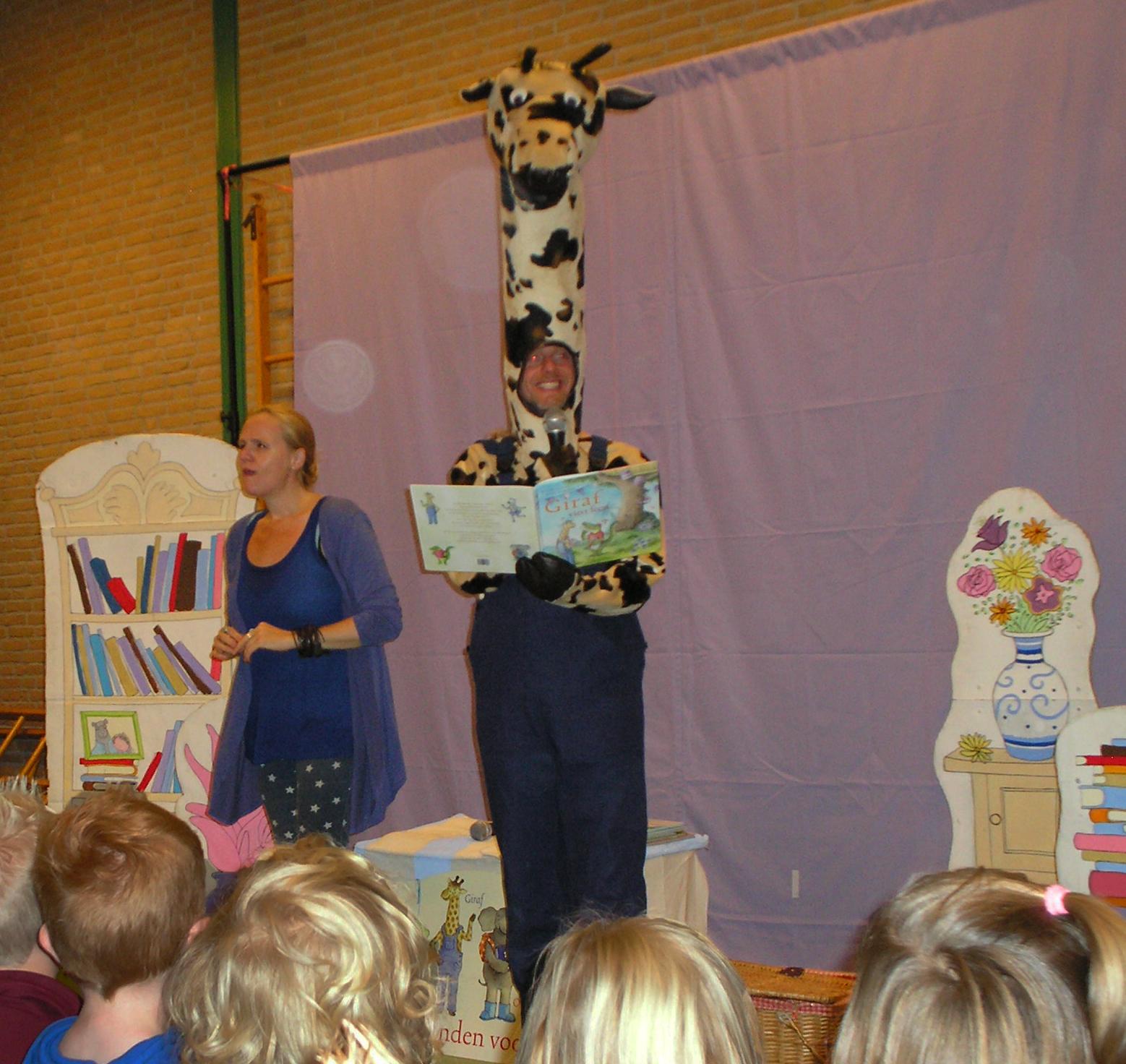 de vertelvoorstelling Giraf viert feest